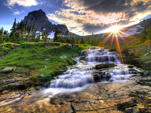 Logan_Pass_Glacier_National_Park_Montana_02-752x564