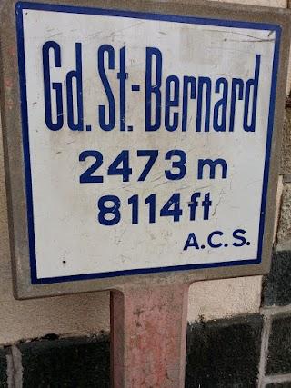 Panneau au sommet du Col du Grand-St-Bernard