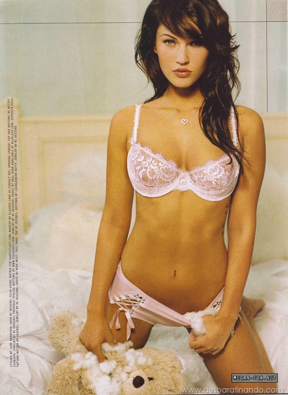 megan-fox-linda-sensual-sexy-sedutora-gostosa-pics-picture-fotos-foto-photos-vestido-saia-salto-lingerie-boobs-decote-sexta-proibida-desbaratinando (450)