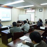 写真1:遠藤 環氏による報告 / Photo1: Prof. Endo shared her views with the participants.