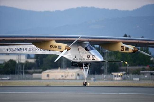 Για το γύρο του κόσμου ξεκίνησε το πρώτο ηλιακό αεροπλάνο