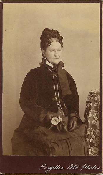 CdV Lady going Traveling