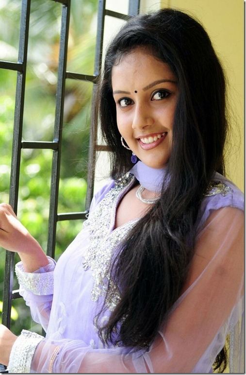 mahima_hot_smile
