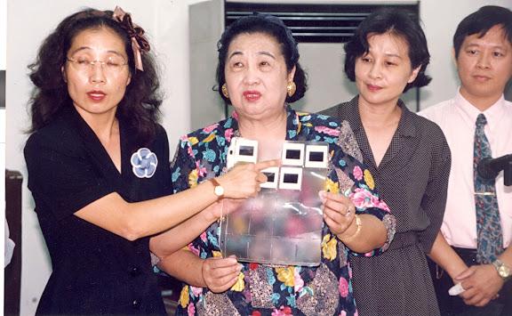 省議員蘇洪月嬌與女