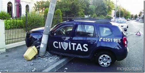 Dacia Duster slordig geparkeerd