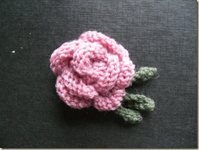 Pink Knitted Rose with three leaves