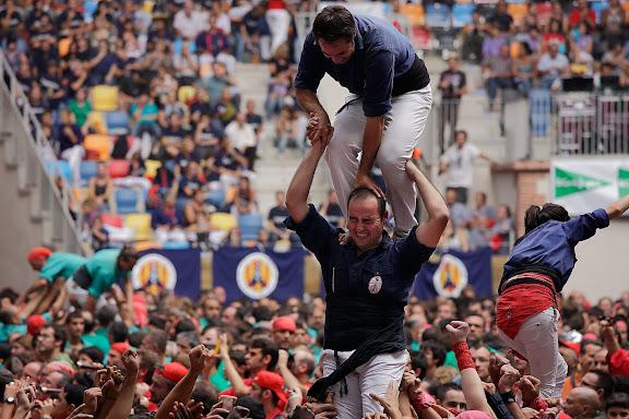 Xiquets del Serrallo, 3 de 7 amb agulla. XXIIIè Concurs de Castells a Tarragona. Tarraco Arena Plaça (antiga plaça de braus). Tarragona, Tarragonès, Tarragona
