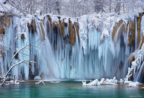 frozen plitvice like