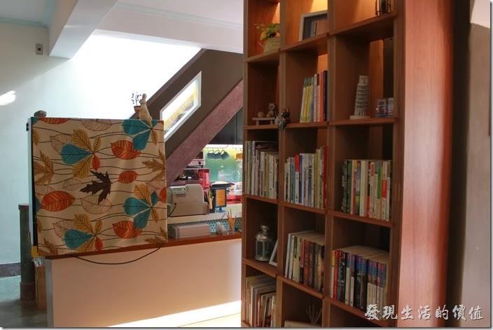 台南-PianoPiano。咖啡館其實還有個二樓,可以沿著磨石子的樓梯上去,但樓上被規劃為私人的辦公場所,所以客人只能在一樓用餐。