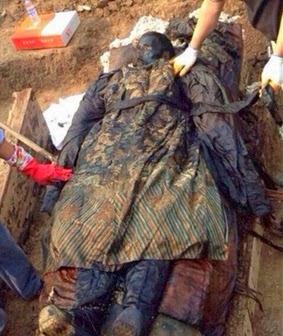 Depois de 300 anos múmia chinesa é encontrada ainda preservada