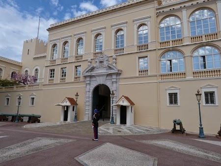 11. Monaco - Palatul Princiar.JPG