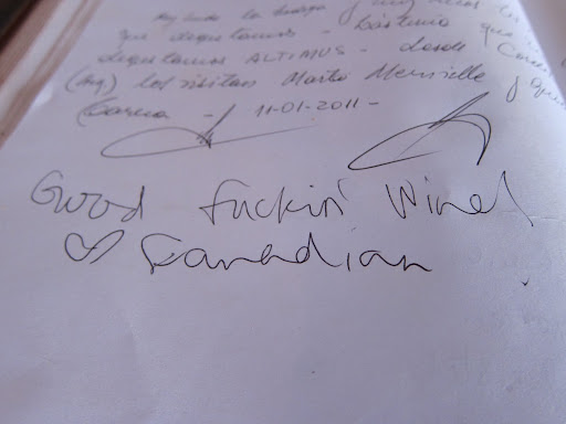 An enthusiastic comment in one of the bodega's guestbooks.