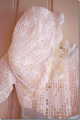 Håndlaget dåpskjole heklet blonder IMG_2249