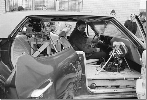 Operação França - A instalação do equipamento no carro Gene Hackman antes da perseguição de carros famosos