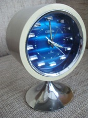 Coral table clock, front