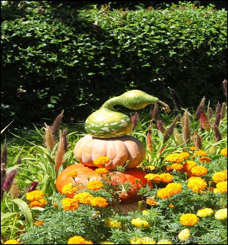 Dallas Arboretum - pumpkin festival-pumpkin totem 3