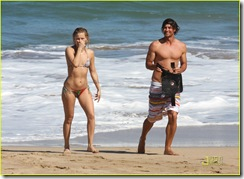 kate-hudson-adam-scott-hawaii-07