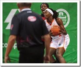 Clarissa Santos foi a cestinha na vitória da ADCF Unimed sobre o Sport - Foto Zaramelo Jr