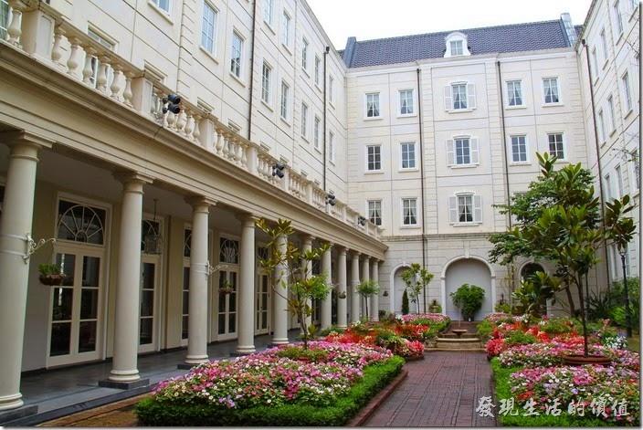 豪斯登堡「阿姆斯特丹飯店」的花園,看起來雖然美崙美奐,但好像少了些感覺,大概是遊客都在遊樂園內玩耍,所以飯店顯得空蕩蕩的。