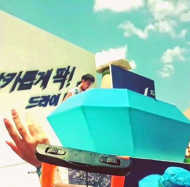 G-Dragon - Hite - 2014 - Ocean World - 04jul2014 - Fan - Miae1116 - 02.jpg
