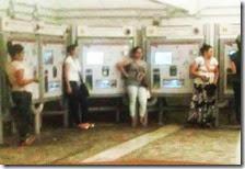 Rom davanti alle biglietterie automatiche
