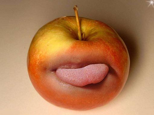 Яблоко показывает язык