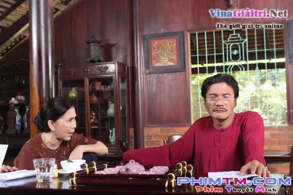Kim-xuan-cong-ninh-nghieng-nghieng-dong-nuoc-Showbizvn-14715 (2)