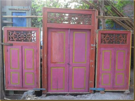 Set pintu jendela merah - bongkaran rumah belanda