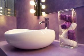Reformas-en-baño-color-lila