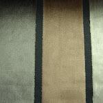 Tkanina obiciowa, trudnopalna. Pluszowa. Motyw geometryczny - pasy. Szara, czarna.