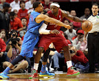 lebron james nba 121225 mia vs okc 09 Miami Heat Win NBA Finals Rematch vs OKC on Christmas Day