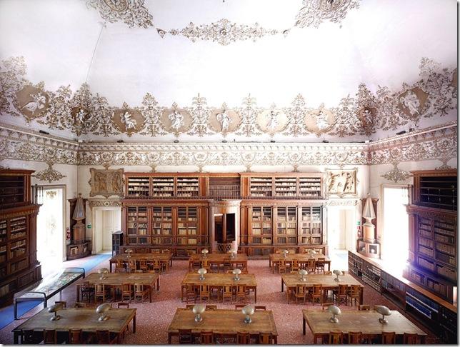 Candida Höfer - Biblioteca Nazionale Vittorio Emanuele III, Salone di lettura