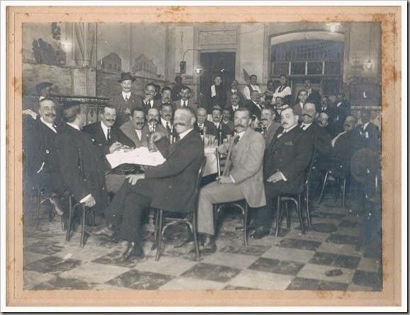 Reunión en un centro del Marítim. Ca. 1915