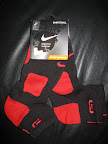 nike basketball elite lebron socks blackred 2 01 Matching Nike Basketball Elite Socks for LeBron 9 Miami Vice