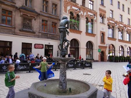 08. Statuia Cracovia.JPG