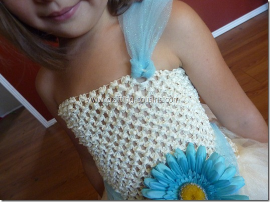 Tulle flower girl dress tutorial from the Crafty Cousins (26)