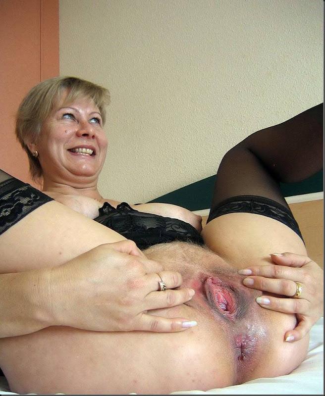 смотреть онлайн бесплатно пожилая женщина трет свою киску