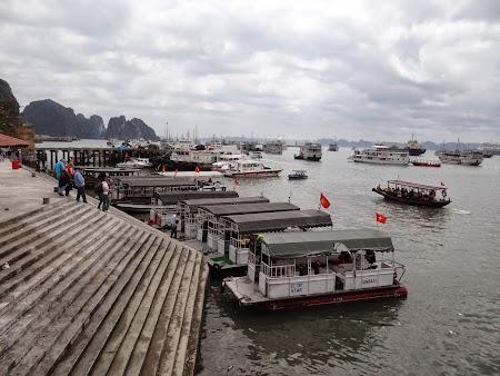 02. Debarcader pentru Halong Bay.JPG