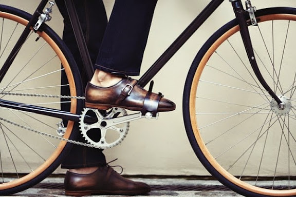 berluti-cycles-victoire-bicycle-shoes-accessories-ss2014-2-600x400.jpg
