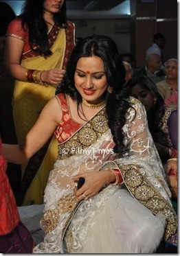 Bigg-Boss-Participant-Kamya-Punjabi-in-white-Saree-Photos