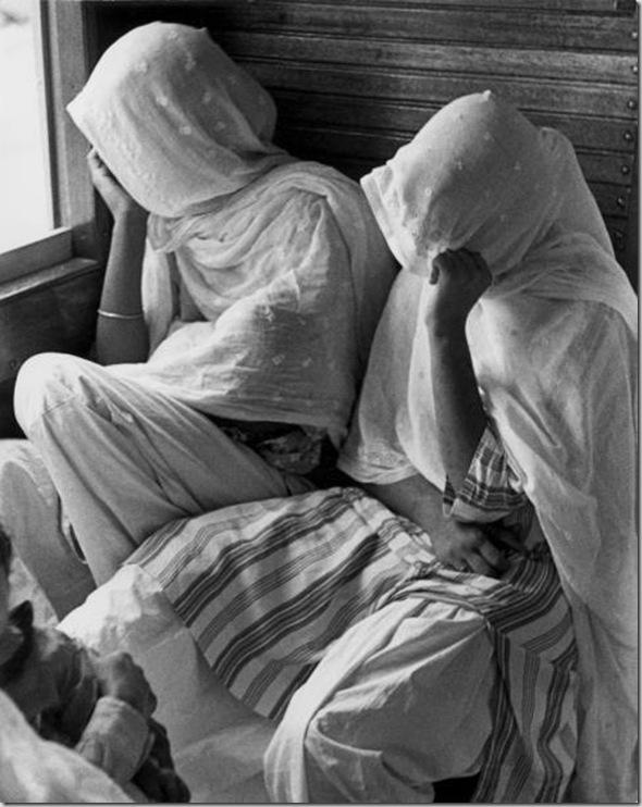 Mujeres cingalesas en el ferrocarril de Medan, Sumatra, 1938. Schuh Gotthard.