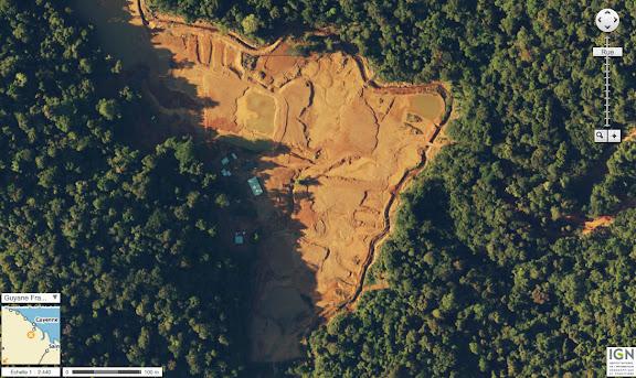Vue aérienne (IGN) du placer aurifère avant la réhabilitation des sols et la reforestation