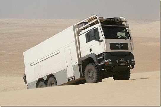 Traverser le désert en camion UNICAT TGA 6 × 6 (26)