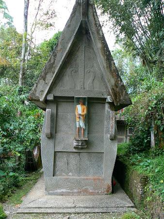 Tnaa Toraja: burial vault