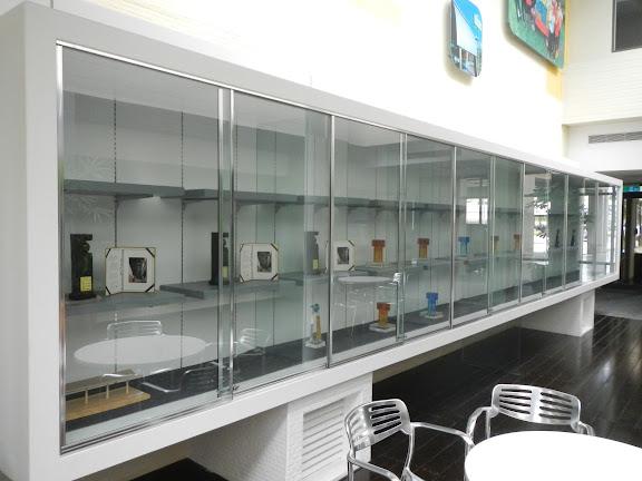 15 獎杯展示櫃.JPG