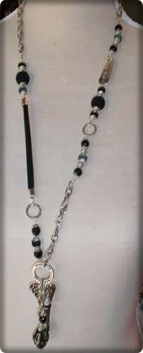 langt sort smykke