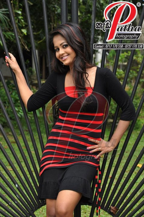 Dilhani Perera old hot photoshoot Kadapatha