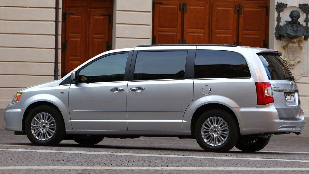 2012-Lancia-Voyager-5.jpg?imgmax=1800