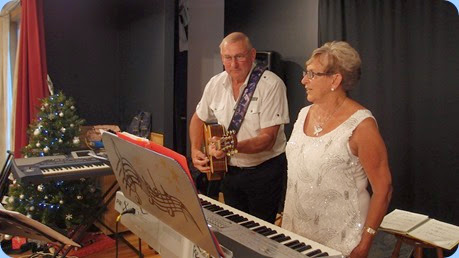 Our guest artists, Kevin and Jan Johnston, gave us a great bouncy after dinner concert - certainly got the audience on their feet and heading for the dance floor. Photo courtesy of Dennis Lyons.