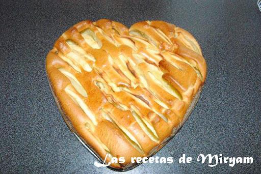 Bizcocho de manzana en forma de corazón